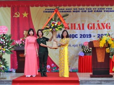 Công ty cổ phần Vận tải và chế biến than Đông Bắc dự khai giảng năm học mới của các trường học trên địa bàn đơn vị đóng quân